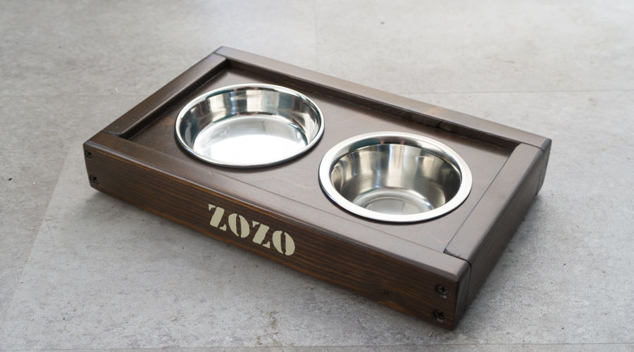 Handmade bowl stand for feeding cats in mocca colour